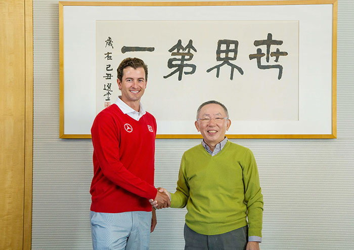 ยูนิโคล่แสดงความยินดีกับแบรนด์แอมบาสเดอร์ระดับโลก อดัม สก็อตต์ นักกอล์ฟอาชีพชาวออสเตรเลียที่ขึ้นแท่น