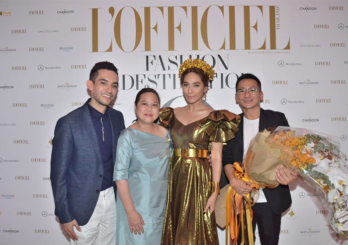 """""""พลอย"""" โชว์ฟินาเล่ สีทองอร่ามสุดหรู !!! ฉลองครบรอบ 3 ปี  นิตยสาร L'Officiel Thailand"""