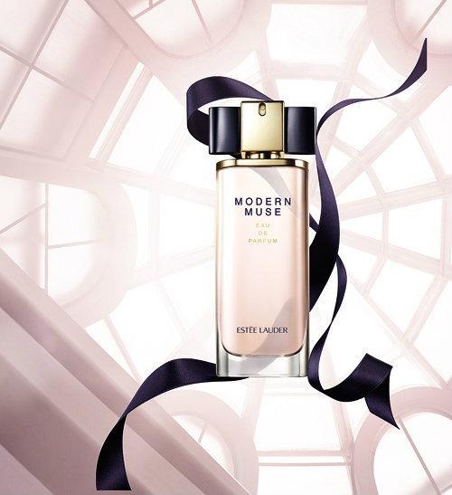เอสเต ลอเดอร์ ขอแนะนำ Modern Muse น้ำหอมกลิ่นใหม่ที่ได้รับแรงบันดาลใจจากหญิงสาวยุคปัจจุบัน