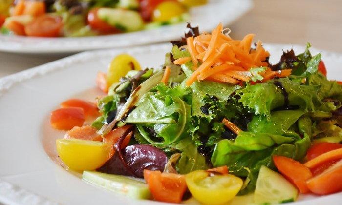 ระวัง! อันตรายจากผักสลัด เสี่ยงทำให้เกิดอาหารเป็นพิษจริงหรือ ?