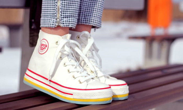 5 เหตุผลที่หลายคนชื่นชอบการใส่รองเท้าผ้าใบ