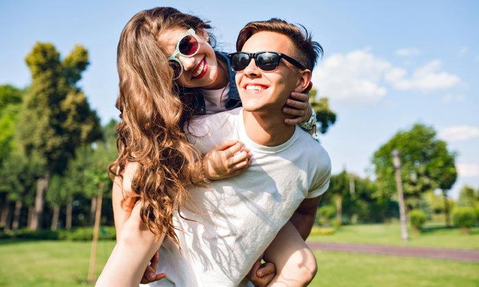 5 วิธีอ่อยแบบอ้อนๆ เรียกร้องความสนใจอย่างเนียนๆ แฟนรัก แฟนหลงมากขึ้น