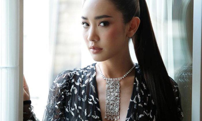 """""""มิน พีชญา"""" ร่วมงาน Paris haute couture ในลุคหรู พร้อมสร้อยคอเพชรกว่า 40 ล้านบาท"""