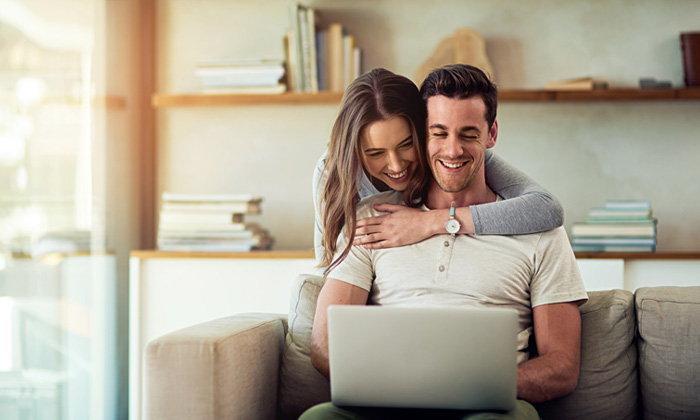 5 เคล็ดลับมัดใจสามีบ้างานให้รักหวานอยู่เสมอ