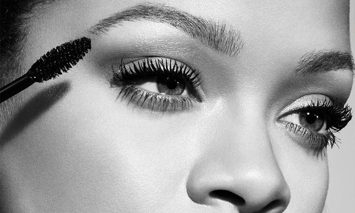 "Rihanna ปล่อย ""Fenty Beauty Mascara"" มาสคาร่าเพื่อขนตายาวเด้ง และสะพรึง"