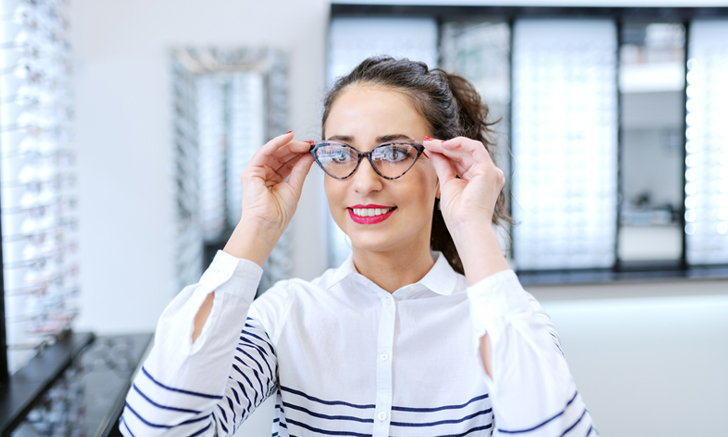 4 เทคนิคเลือกกรอบแว่น สำหรับสาวรูปหน้าต่างๆ