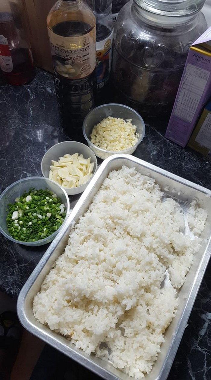 วิธีทำข้าวผัดกระเทียม