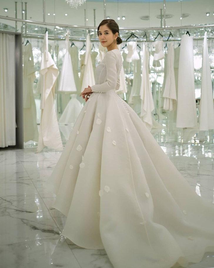 ชุดแต่งงานก้อย รัชวิน