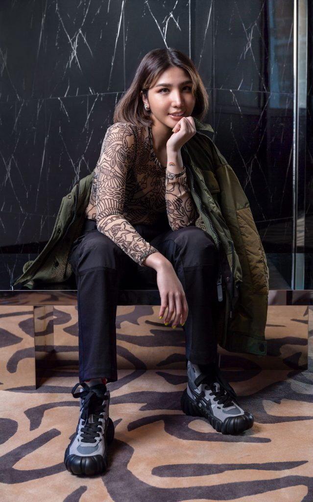 เสื้อผ้าจากคอลเล็กชั่นใหม่ Autumn-Winter 2020 พาดเต็มแขน จาก Onitsuka Tiger
