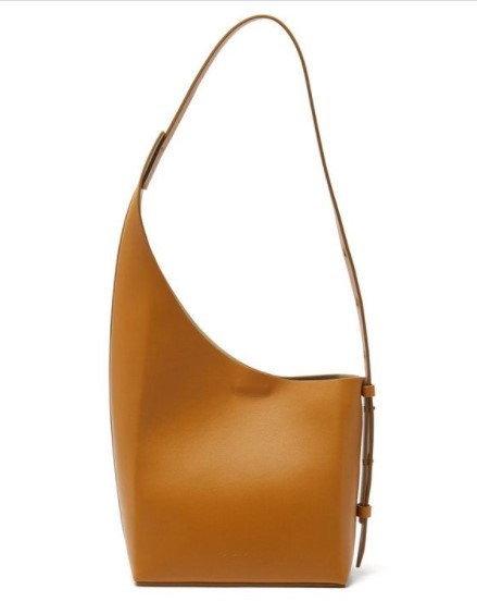 กระเป๋า $455 (13,677 บาท) จาก Aesther Ekme