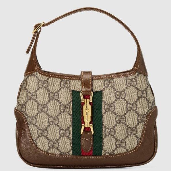 กระเป๋า $1,700 (51,102 บาท) จาก Gucci