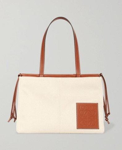 กระเป๋า $1,200 (36,072 บาท) จาก Loewe