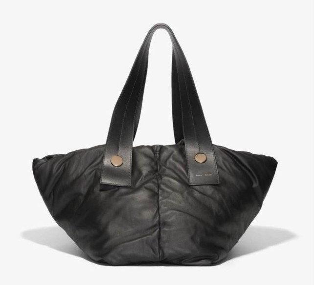 กระเป๋า $2,495 (74,999 บาท) จาก Proenza Schouler