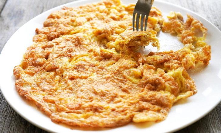 วิธีทำไข่เจียวห่อหมก สูตรอร่อย ทำเองที่บ้านก็รสชาติดีได้