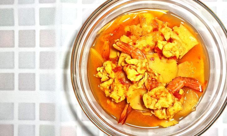 แกงส้มใต้หน่อไม้ดองกุ้งสด