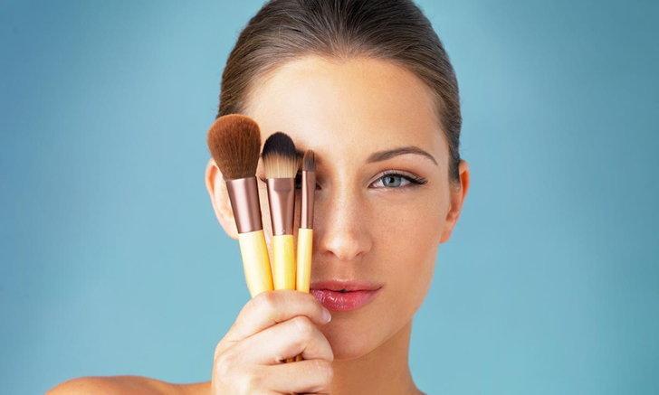 6 เหตุผลสำคัญที่สาวๆ ต้องหมั่นทำความสะอาดแปรงแต่งหน้า