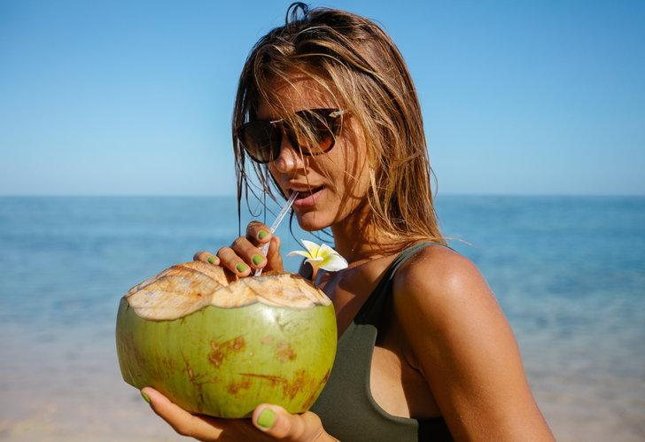 9 ประโยชน์จากการดื่มน้ำมะพร้าวอ่อน เครื่องดื่มสุดฮิตที่ไม่ดื่มถือว่าพลาด