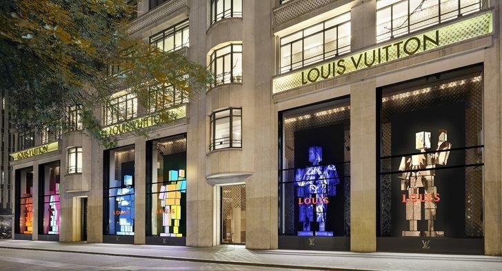 ภาพเรนเดอร์วินโดว์ดิสเพลย์เฉลิมฉลองแด่วาระครบรอบ 200 ปีของมร.หลุยส์ วิตตอง ที่ร้านหลุยส์ วิตตอง ฌ็องเซลิเซ่