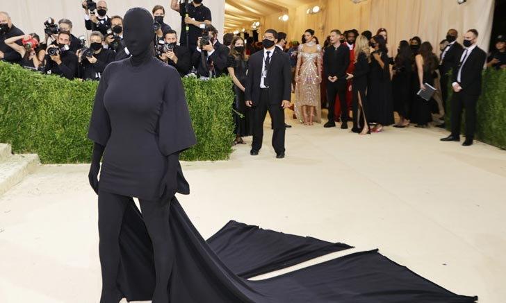 """""""Kim Kardashian"""" กับแฟชั่นเรียบแต่ปัง บนพรมแดงงาน Met Gala 2021"""