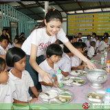 7 สาวลีโอ สลัดคราบเซ็กซี่ สร้างโรงอาหารให้เด็กๆ