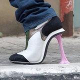 รองเท้าแปลก