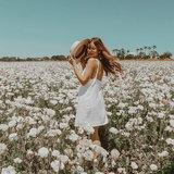 ถ่ายรูปคู่ดอกไม้