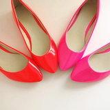 รองเท้าสีสะท้อนแสง