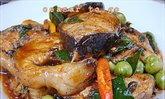 ผัดเผ็ดปลาดุกใส่กระชาย รสจัดจ้านเมนูอร่อยที่คุณต้องลอง!
