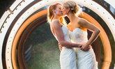 37 รูปจูบสุดโรแมนติคใน งานแต่งงาน ของคู่รักเพศเดียวกัน