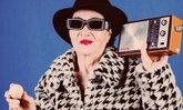 จ๊าบเวอร์! รูปแฟชั่นเซตของ อาม่า วัย 80 ปี เมื่อหลานหลอกมาเป็นพรีเซนเตอร์ไข่เค็ม