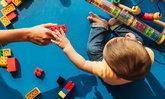 วิธีเล่นกับลูก กระตุ้นพัฒนาการลูกน้อย วัยแรกเกิด - 18 เดือน
