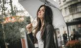 จัดการผมพังชี้ฟูในหน้าฝน ให้สวยทนเช้าจรดเย็น