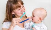 3 ท่า แปรงฟันให้ลูกน้อย เพื่อสุขภาพฟันที่แข็งแรง