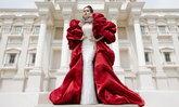 """""""หญิง รฐา"""" เผยลุคสง่าในชุดแต่งงาน ออร่าเจ้าสาวจับมาก"""