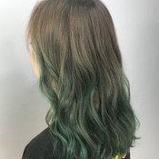 ผมสีเขียวหม่นๆ