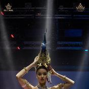 """""""อแมนด้า ออบดัม"""" ชุดประจำชาติไทย"""