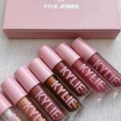 กรี๊ด! High Gloss ของ Kylie Cosmetics คือมันวาว ฉ่ำมงลงมากแก