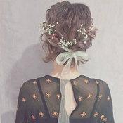 ทรงผมประดับดอกไม้
