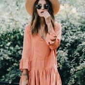เสื้อผ้าสีพีช