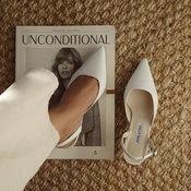 แฟชั่นรองเท้าขาว