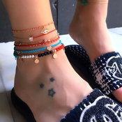 ใส่สร้อยข้อเท้าทั้งที เส้นเดียวได้ไง จัดเป็นเซ็ตไปเลย รวบรวมไอเดียจัดเซ็ตข้อเท้ามาไว้ให้แล้ว