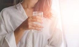 5 ประโยชน์เพื่อสุขภาพที่ดีจากการดื่มน้ำหลังตื่นนอน