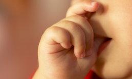 4 วิธีแก้ปัญหาลูกชอบดูดนิ้ว ที่แนะนำให้คุณแม่ลองทำกันดู