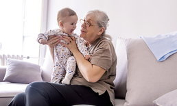 ปู่ย่าตายายชอบตามใจหลาน ไม่สนวิธีการเลี้ยงลูกแบบเรา พ่อแม่ควรทำอย่างไรดี