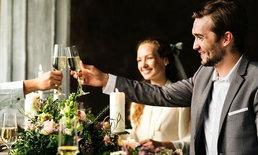 5 มารยาทการร่วมโต๊ะกับแขกแปลกหน้า ทำอย่างไรไม่ให้ถูกนินทาในงานแต่งงาน
