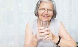 """ผู้สูงวัยพึงระวัง! หมอแนะ """"4 เครื่องดื่ม"""" ควรเลี่ยงช่วงร้อนอบอ้าว"""