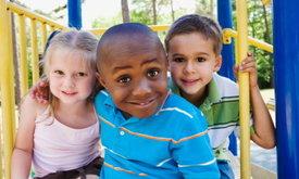 6 ประโยชน์ที่น่าอัศจรรย์ เมื่อปล่อยให้เด็กๆ ออกไปเล่นนอกบ้านบ้าง