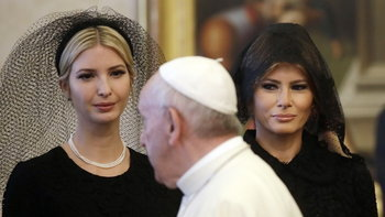 """สงสัยหรือไม่? เหตุใด """"เมลาเนีย ทรัมป์"""" จึงแต่งชุดดำเข้าพบพระสันตะปาปา?"""