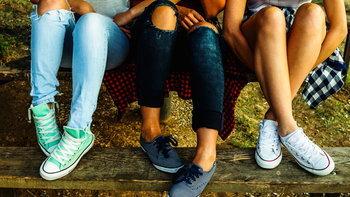 แมทช์แฟชั่นหน้าร้อน คู่กับ รองเท้าผ้าใบ สวยแบบฮิปๆ สไตล์ไอดอล