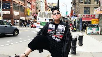 """เคธี่ พัฒนปราการ เจ้าของวลี """"น้อยแต่มาก เรียบแต่โก้ ไฮแฟชั่น"""" ลงเว็บไซต์ Vogue อเมริกา"""